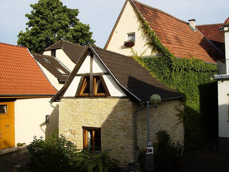 Das Gästehäuschen grenzt an ein Winzerhaus (18. Jh.).
