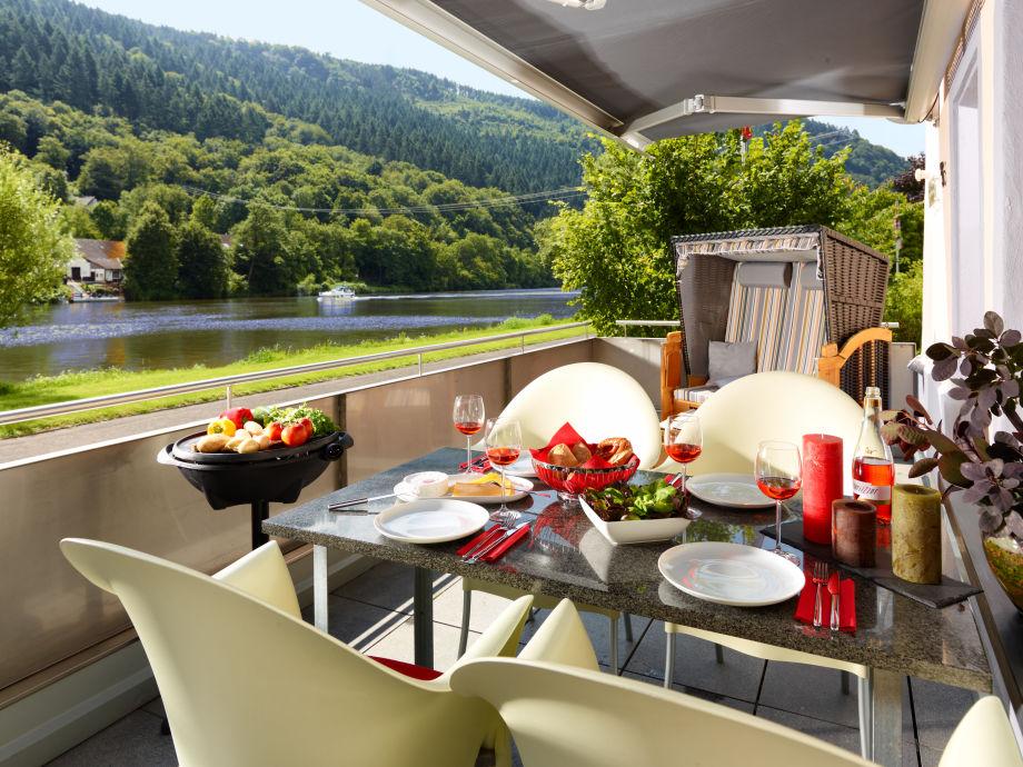 Genießen Sie eine leckeres Abendessen auf der Terrasse