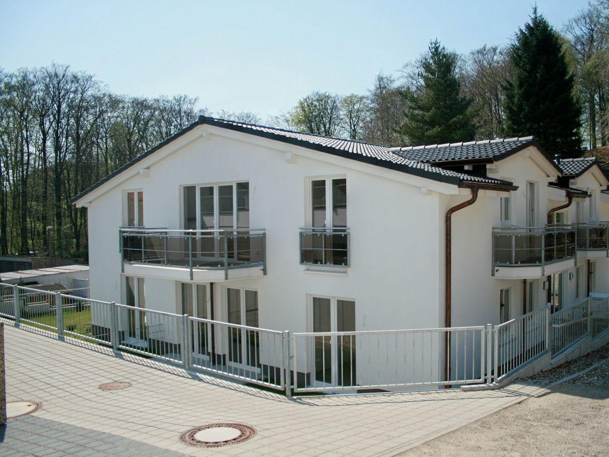 ferienwohnung residenz falkenberg wohnung 07 strandkorb mit balkon ostsee r gen firma. Black Bedroom Furniture Sets. Home Design Ideas