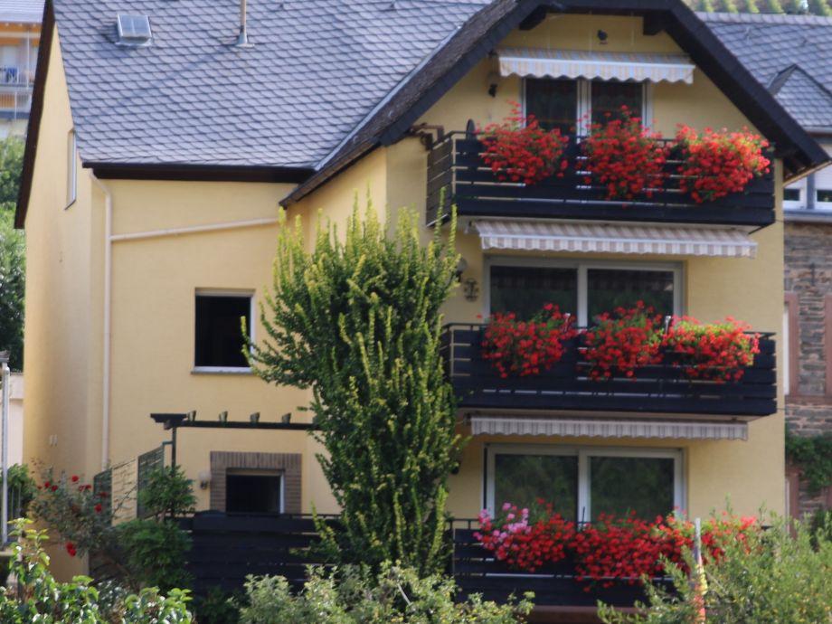 Ansicht Fewo mit Balkon und Terrasse