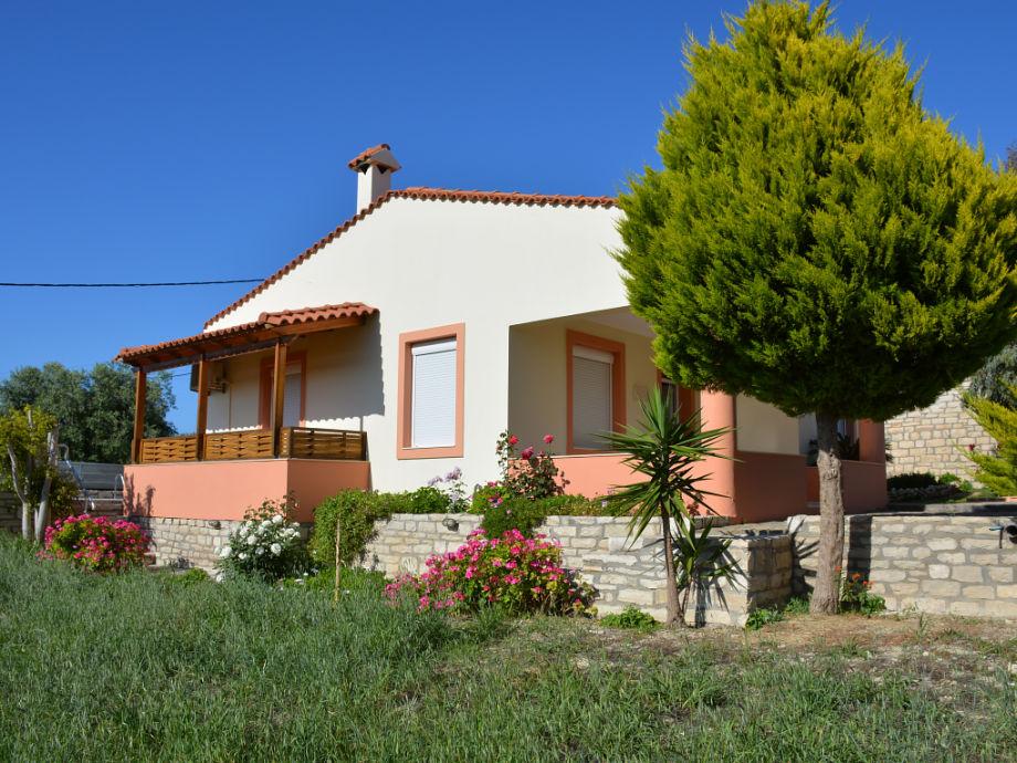 Ferienhaus mit grünem Garten