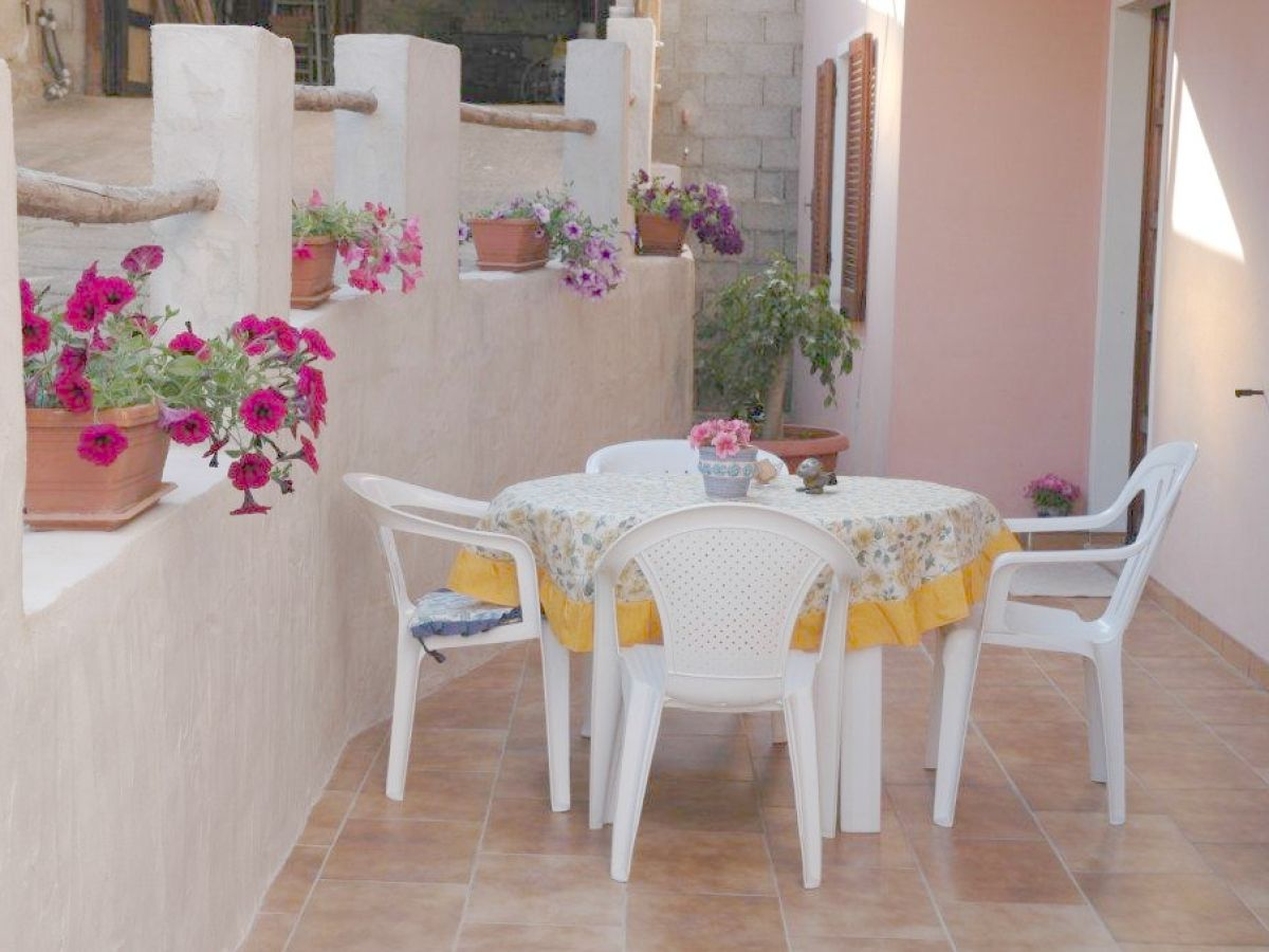 ferienwohnung margherita pula auf sardinien herr hartmut mahnke. Black Bedroom Furniture Sets. Home Design Ideas