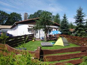 Ferienhaus eingezäunt im Feriendorf Storchennest