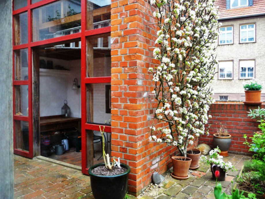 The pear espalier which gave the name to the flat