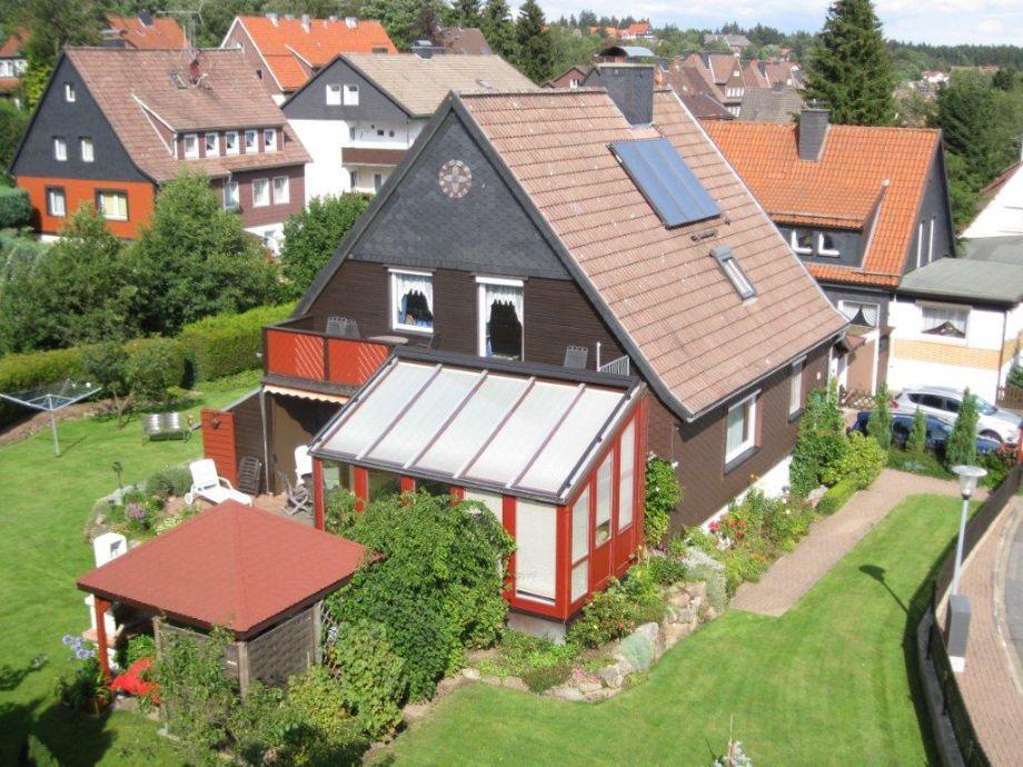 Rückseite mit Ferienwohnung Balkon (oben )