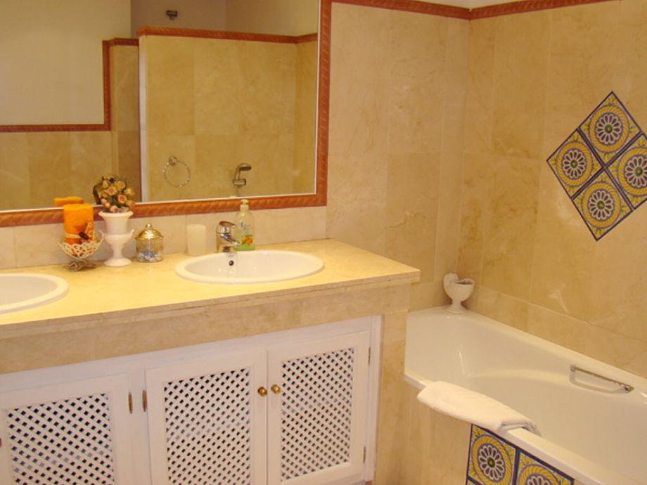 Badewanne Mit Dusche Komplett : komplett eingerichtete Küche Hauptbad ...