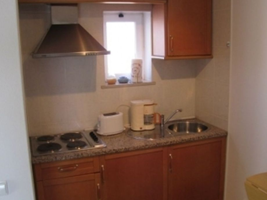 Holiday house no title portugal algarve carvoeiro for Small fitted kitchens