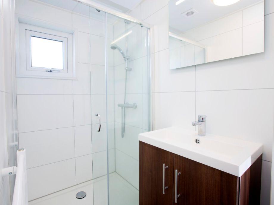 Eines Der 2 Badezimmer
