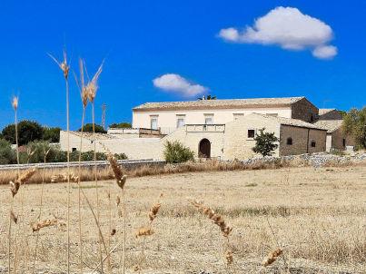 Scifazzo, typical Sicilian villa with pool