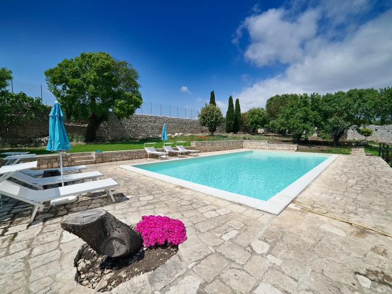 Scifazzo, typische sizilianische Villa mit Pool