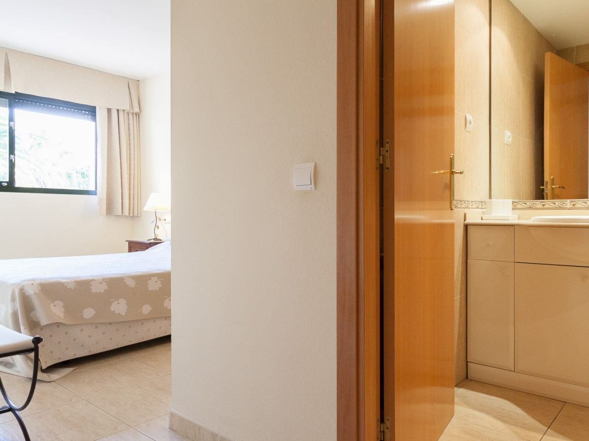 ferienwohnung costa linda h206 167 costa dorada hospitalet de l 39 infant firma universal. Black Bedroom Furniture Sets. Home Design Ideas