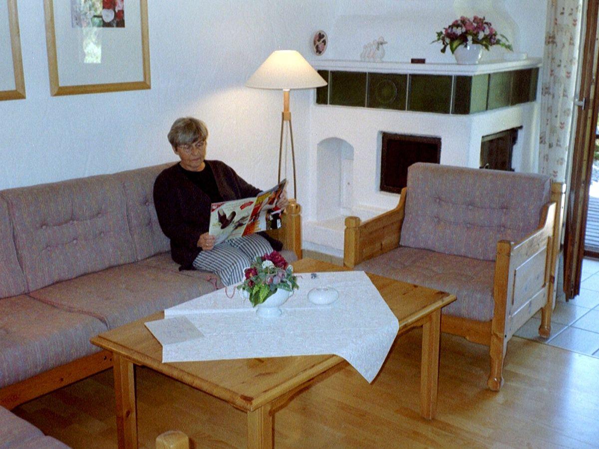 Ferienwohnung almferienhaus julia zillertalarena hoch krimml frau ursula lorenz - Wohnzimmer mit kamin ...