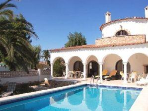 Ferienhaus Villa Holidays mit Pool am Kanal