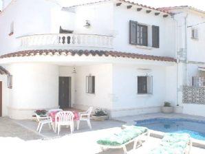 Ferienhaus Villa Luis mit Pool, am Kanal