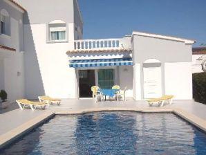 Ferienhaus Villa Olga mit Pool, am Kanal