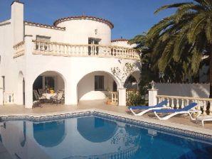 Ferienhaus Villa Costa Brava mit Pool am Kanal