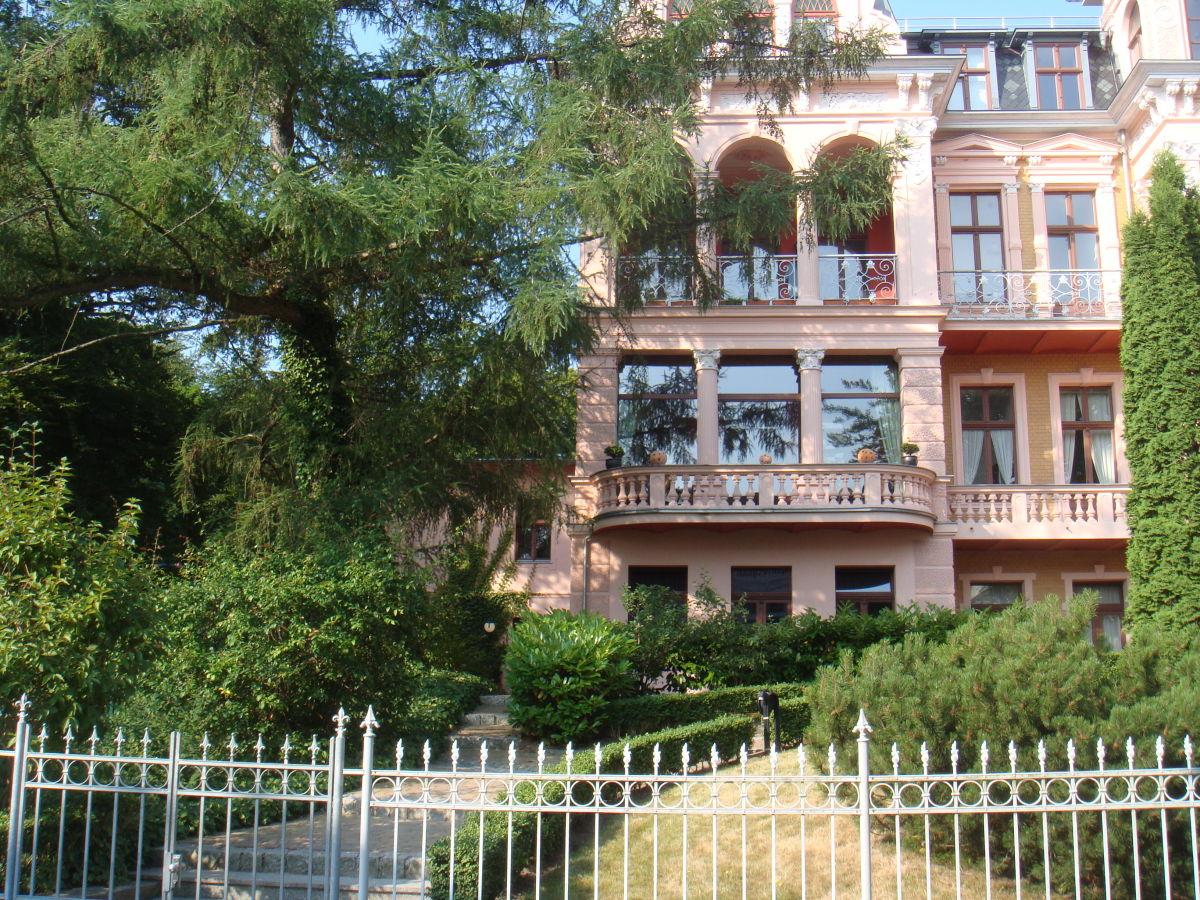 Haus in haus design apartment tusculum usedom frau for Apartment villa design