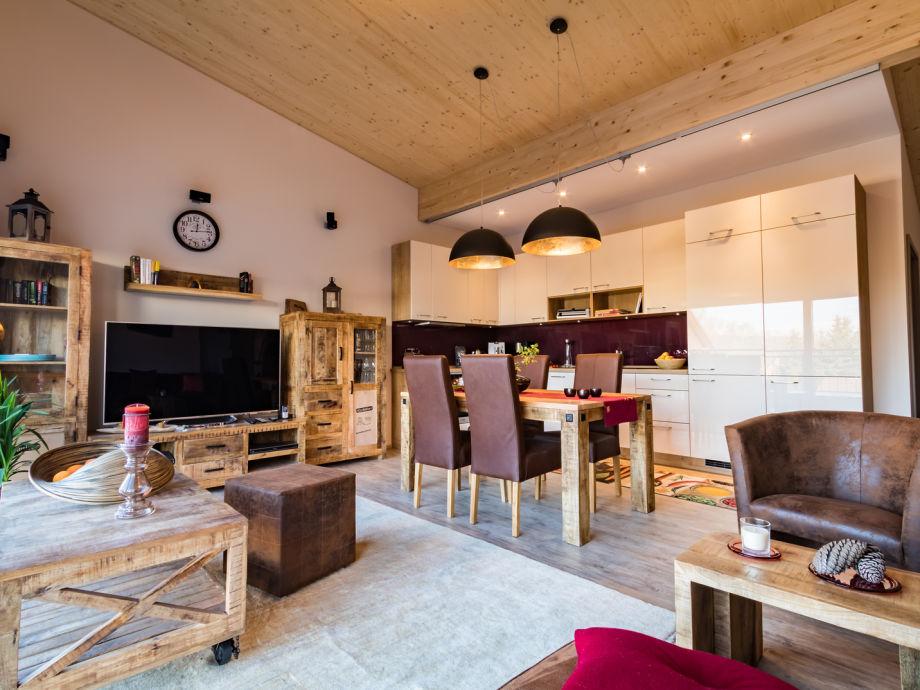 Wohnzimmer und Küche im Loft-Stil