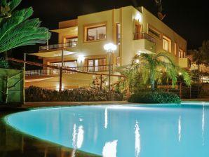 Villa Colossal