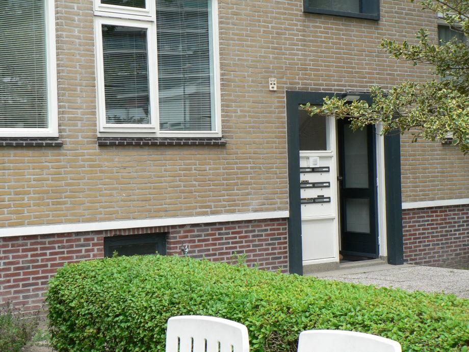 Blick auf die Vordertür vom Appartement
