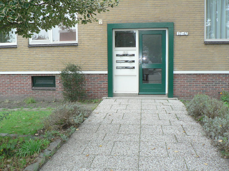 Vorderseite und Eingang zum Appartement