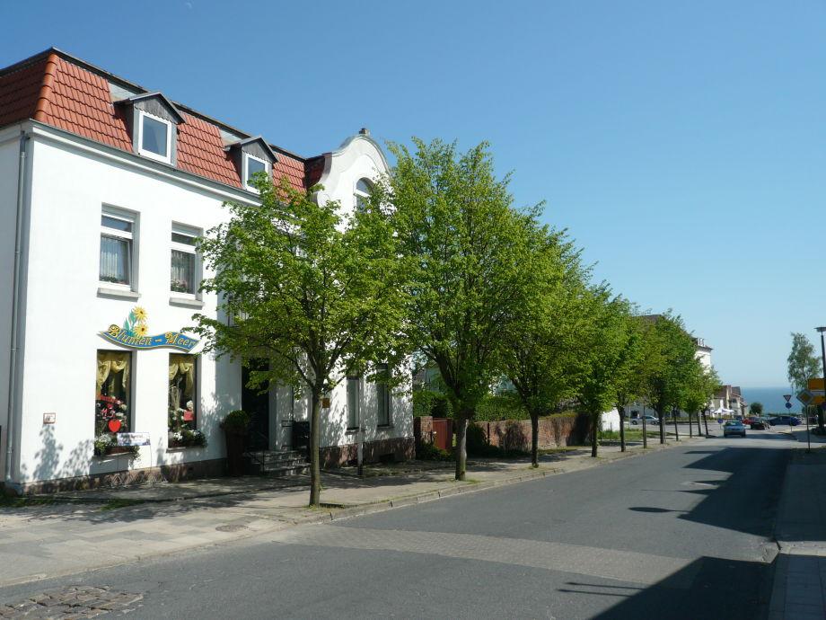 Hausansicht mit der Ostsee im Hintergrund