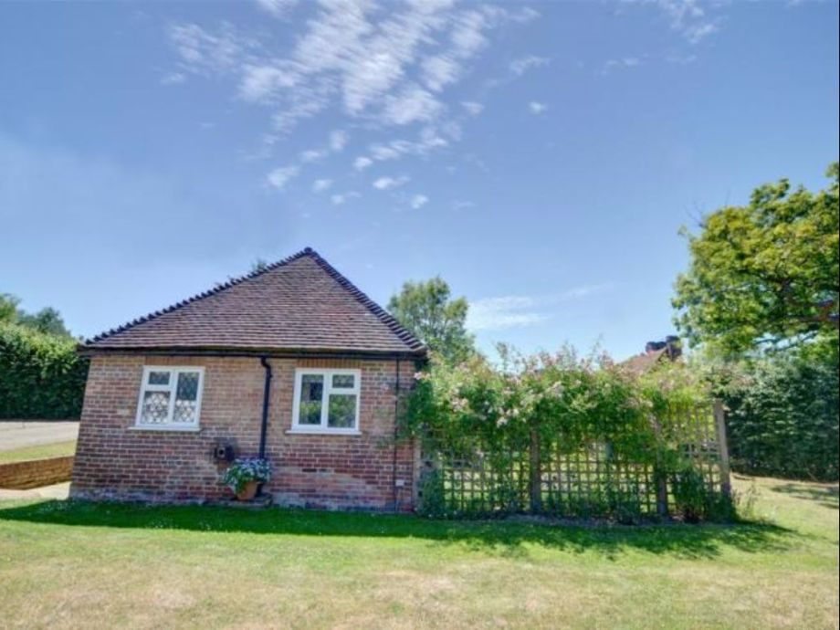 landhaus smugley cottage kent firma stays bookings ltd mr daniel hadden. Black Bedroom Furniture Sets. Home Design Ideas