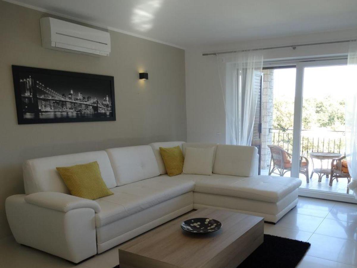 villa lili labin rabac istrien firma haus maritim. Black Bedroom Furniture Sets. Home Design Ideas