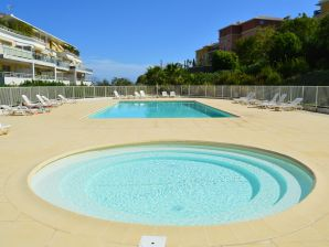 Ferienwohnung Allée des Princes mit Pool