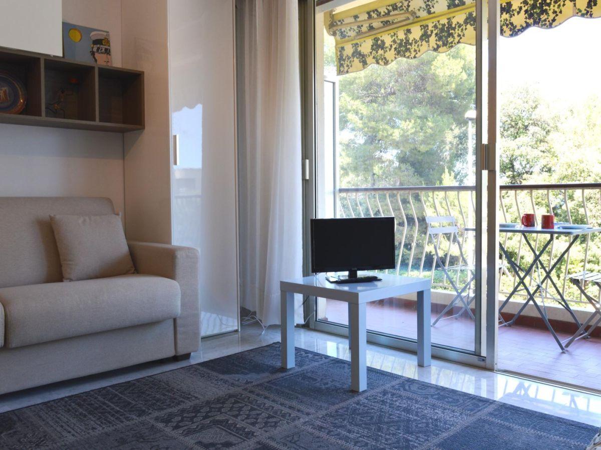 ferienwohnung pins du cap exklusive lage klimaanlage c te d 39 azur antibes firma foncia cgi. Black Bedroom Furniture Sets. Home Design Ideas