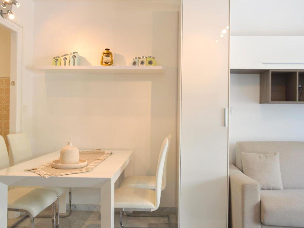 ferienwohnung pins du cap exklusive lage klimaanlage. Black Bedroom Furniture Sets. Home Design Ideas
