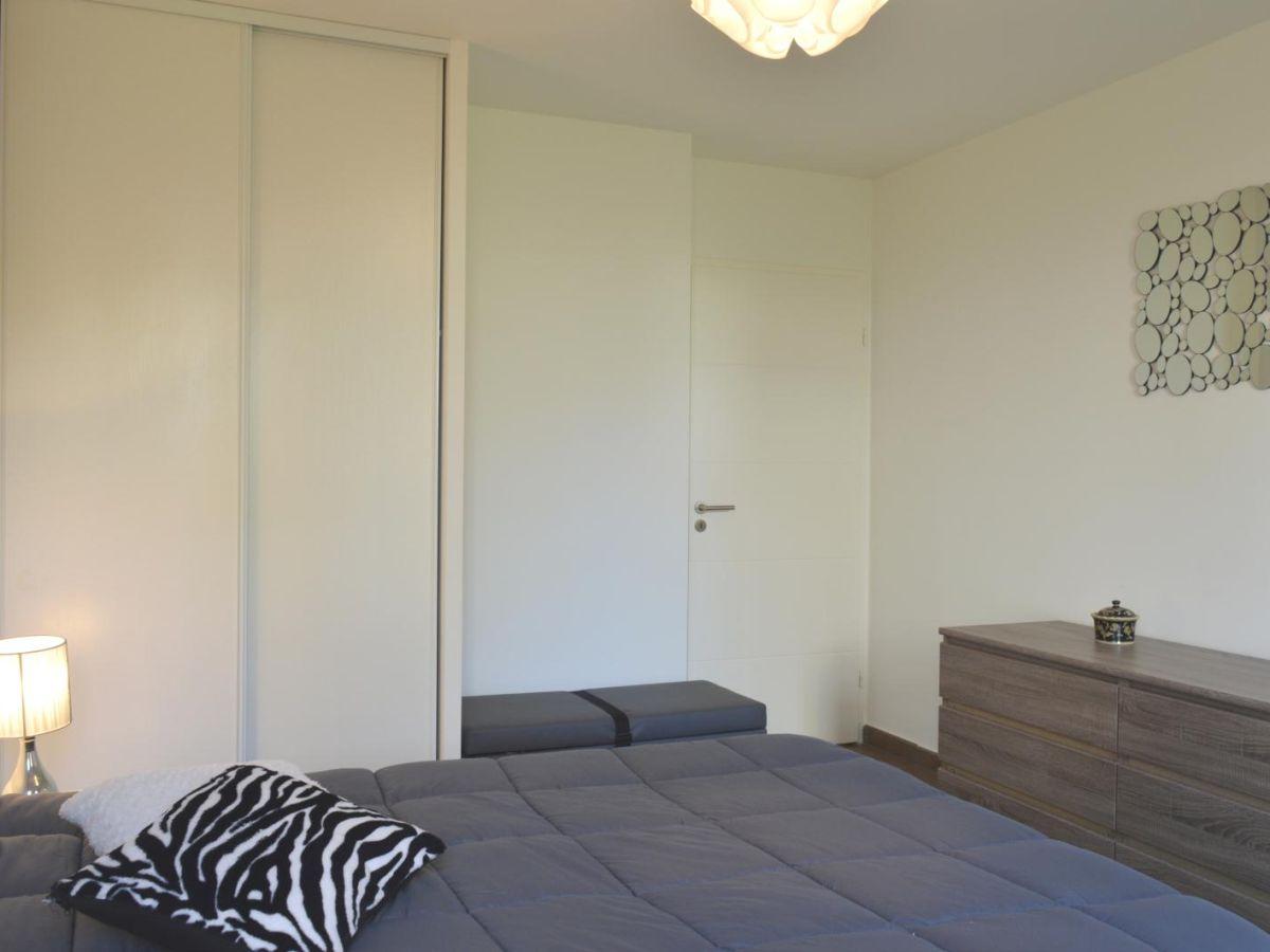 Neue ferienwohnung in der residenz signature mit pool antibes firma foncia cgi - Wandschrank schlafzimmer ...