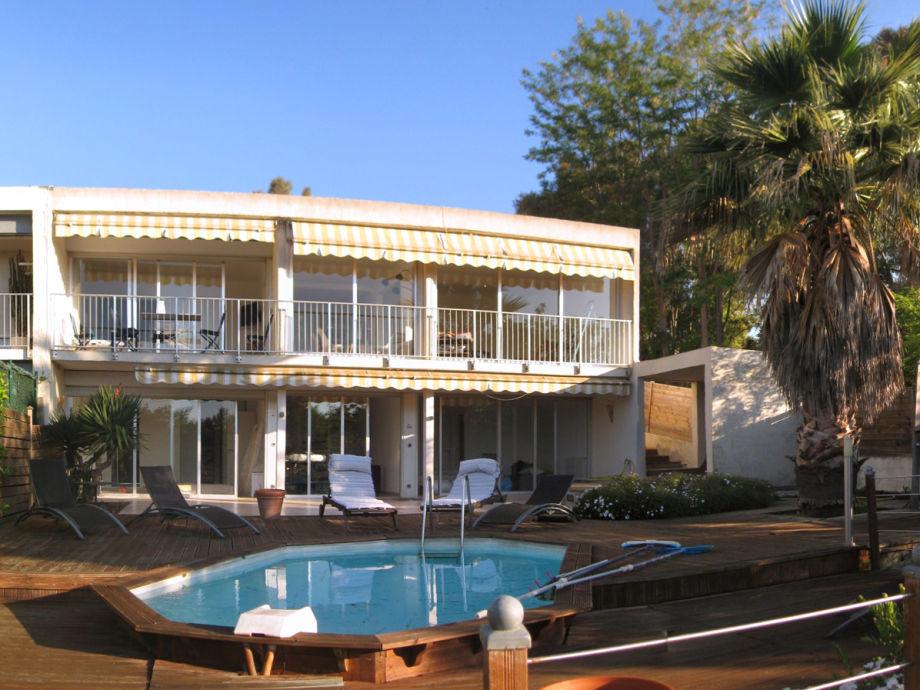 Privater Pool und Terrasse