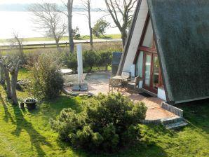 """Ferienhaus """"Finnhütte am Wasser"""""""