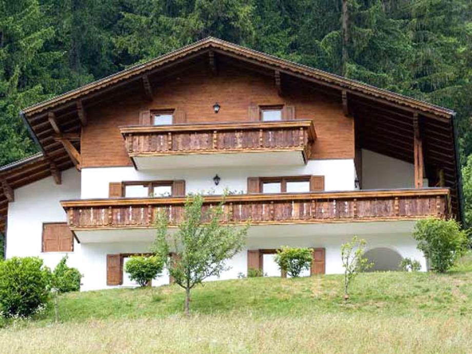 Haus Bials im Sommer