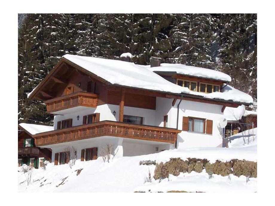 Haus Bials im Winter