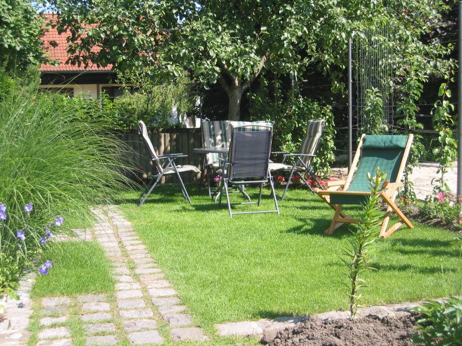 sitzplatz im garten sitzplatz im garten sichtschutz u. Black Bedroom Furniture Sets. Home Design Ideas