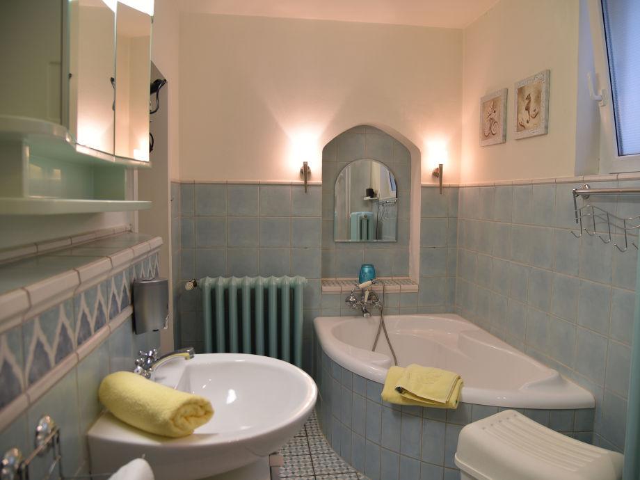 Ferienhaus th ringer wald th ringer wald firma for Badezimmer mit dusche und wanne