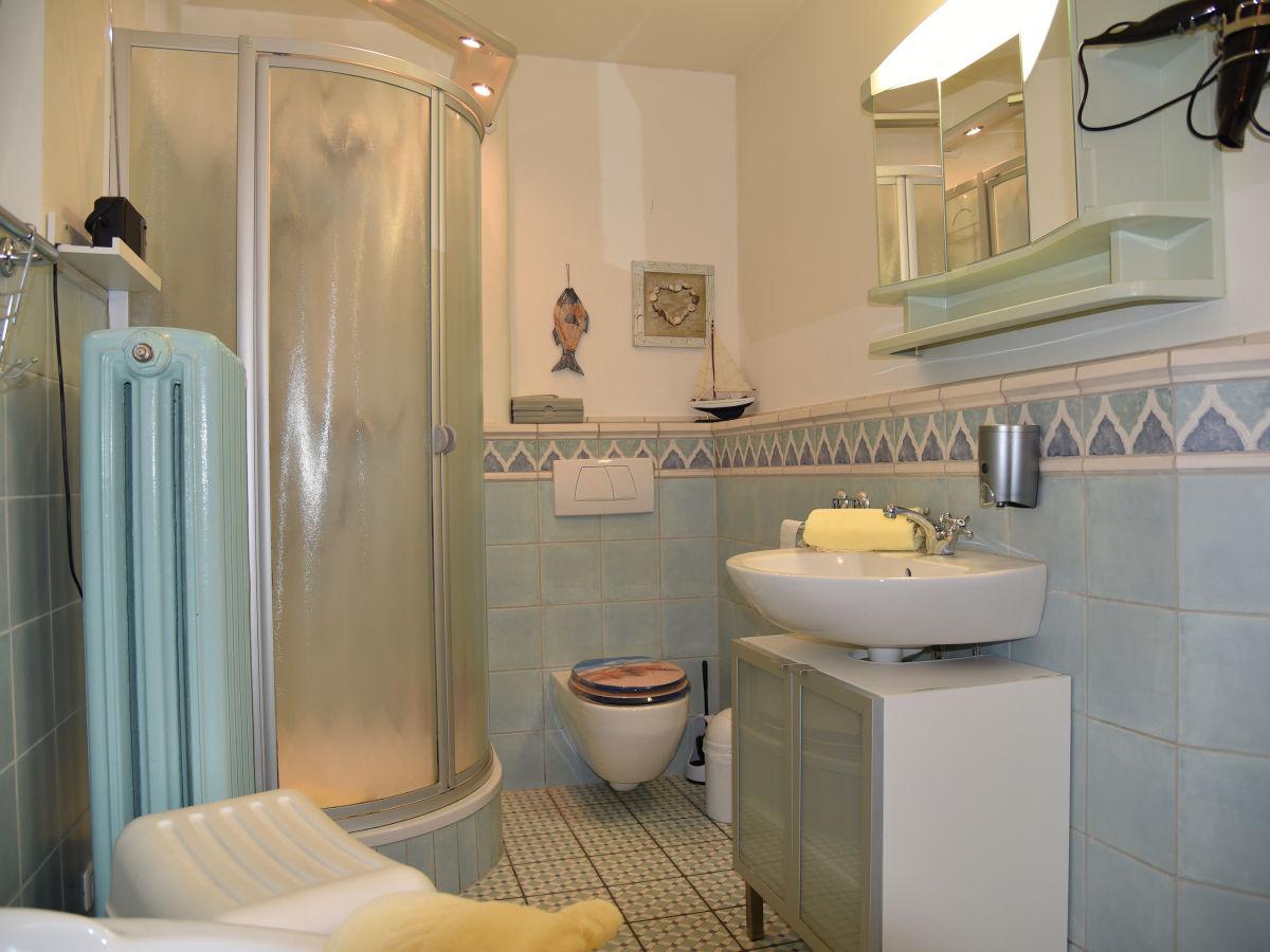 Wanne mit dusche cheap die besten badewanne mit dusche for Badezimmer ideen wanne und dusche