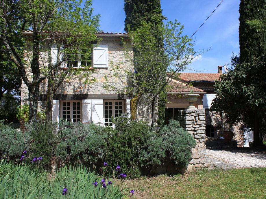 Maison Les Amandiers Vorderansicht mit 2 Terrassen..n
