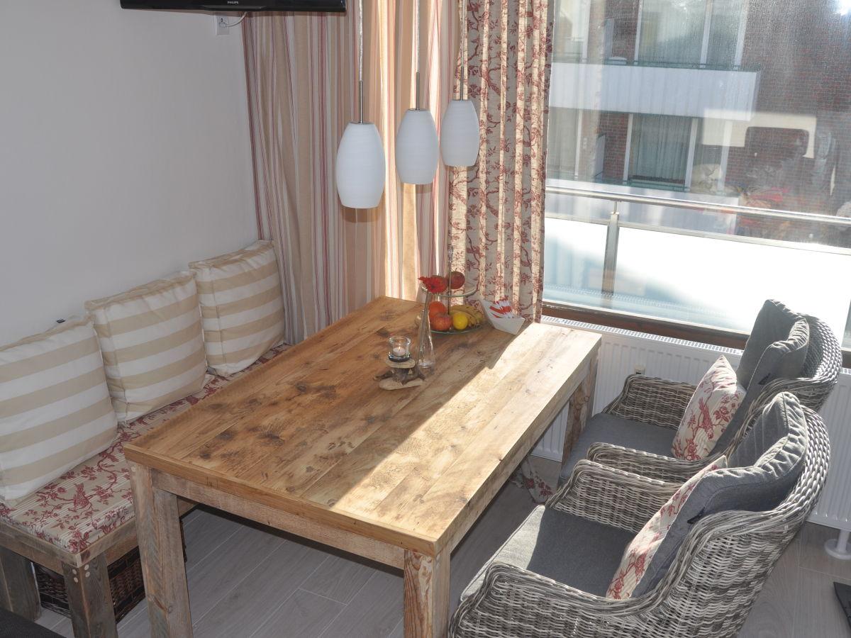 esstisch am fenster design inspiration f r ihren heimtisch. Black Bedroom Furniture Sets. Home Design Ideas