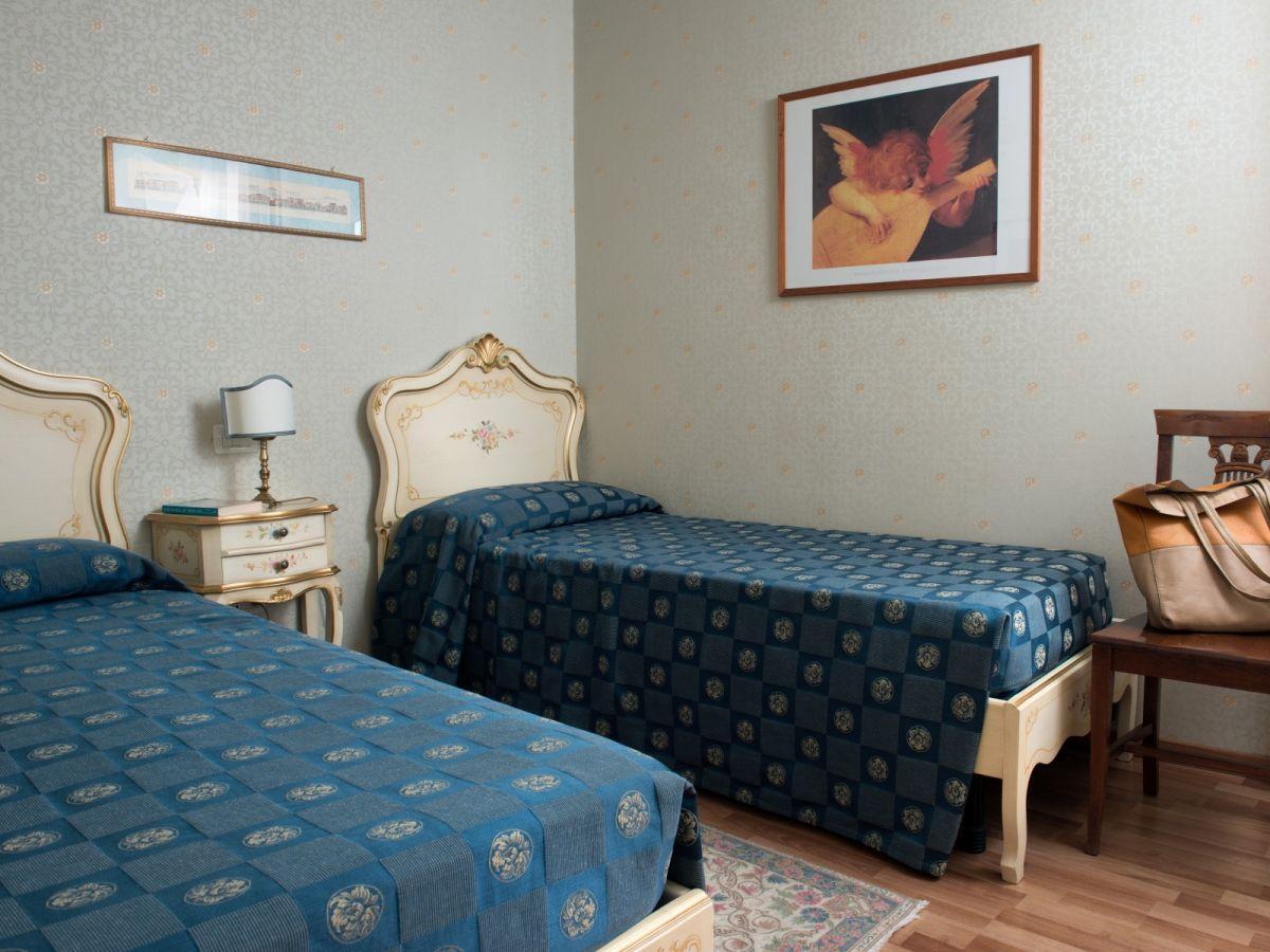ferienwohnung san giacomo terrazza venetien venedig firma pure italy gmbh. Black Bedroom Furniture Sets. Home Design Ideas