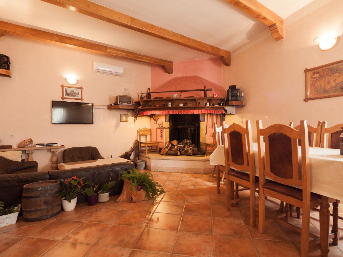 Holiday house mirjana banjole ivan ribi - Living room dining room with fireplace ...