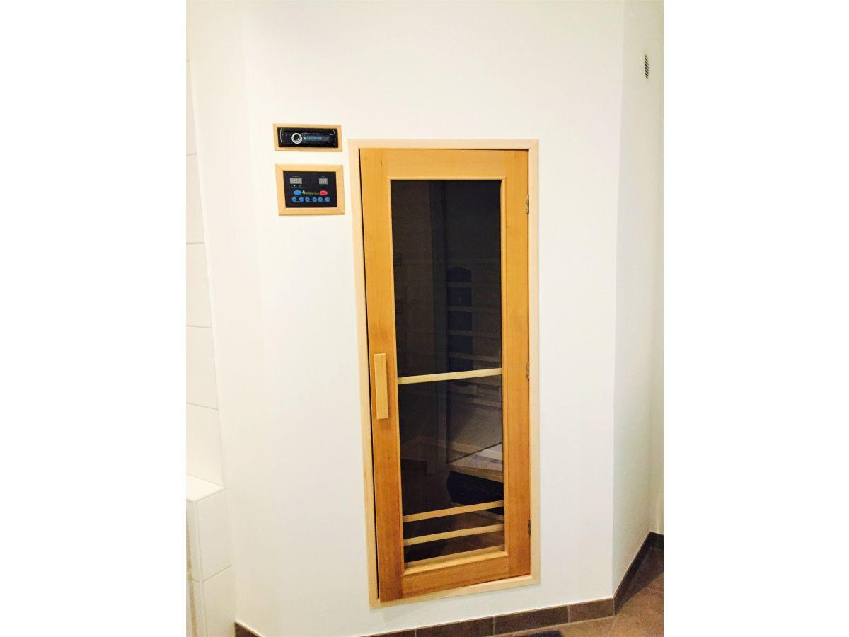 sauna im badezimmer sauna im badezimmer sauna im bad ferienwohnung gipfelgl ck lechtal tirol. Black Bedroom Furniture Sets. Home Design Ideas