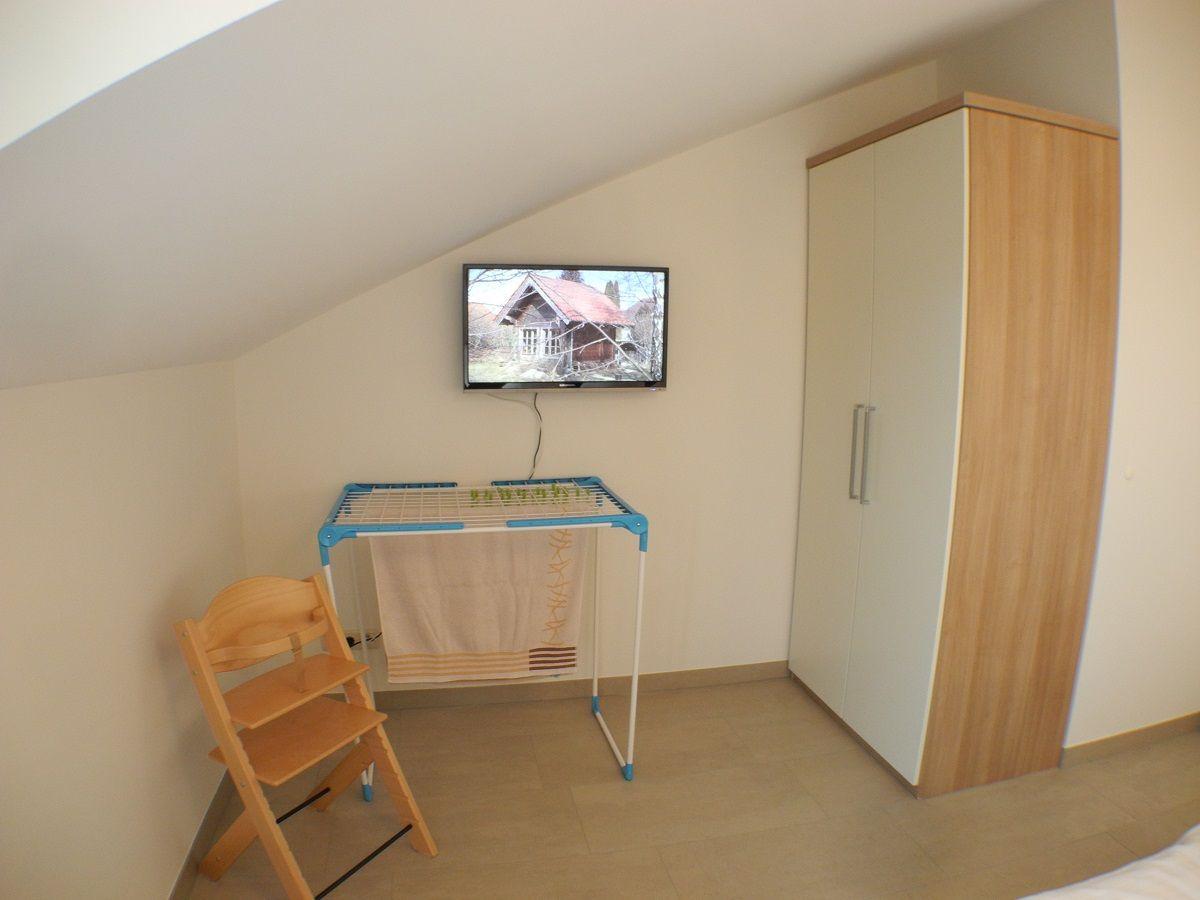 Ferienwohnung strandvilla baabe 12 ostsee r gen firma - Kleiderschrank mit fernseher ...