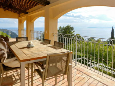 With panoramic sea view and pool in Le Rayol-Canadel