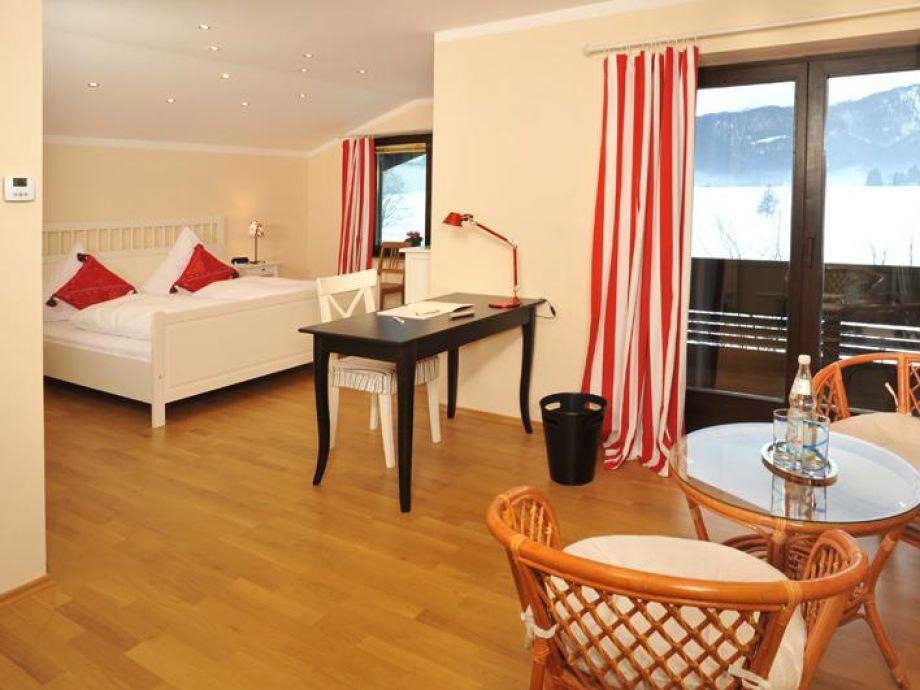 ferienhaus chalet chiemgau chiemgau reit im winkl firma t t ferienwohnungsvermittlung herr. Black Bedroom Furniture Sets. Home Design Ideas