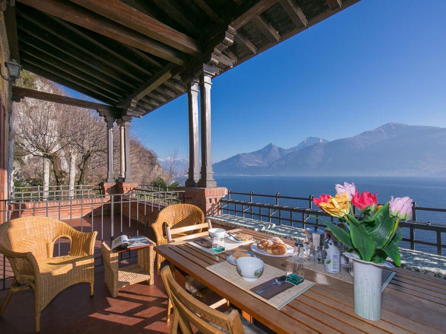 Atemberaubende Ausblick auf den See von der Terrasse