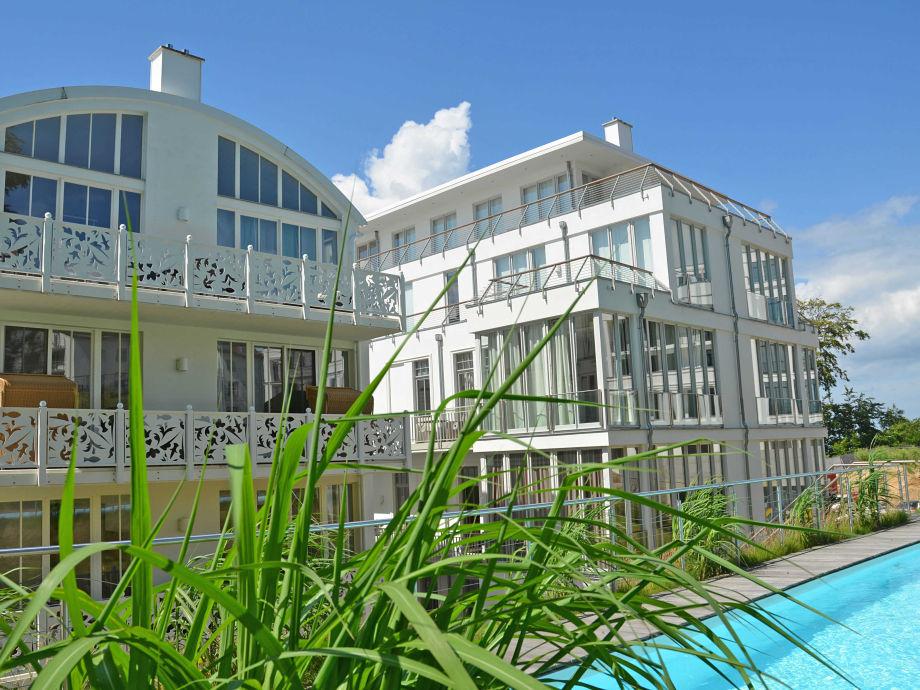ferienwohnung 01 findling villa paula f501 mit balkon aussenpool ostsee sellin firma. Black Bedroom Furniture Sets. Home Design Ideas