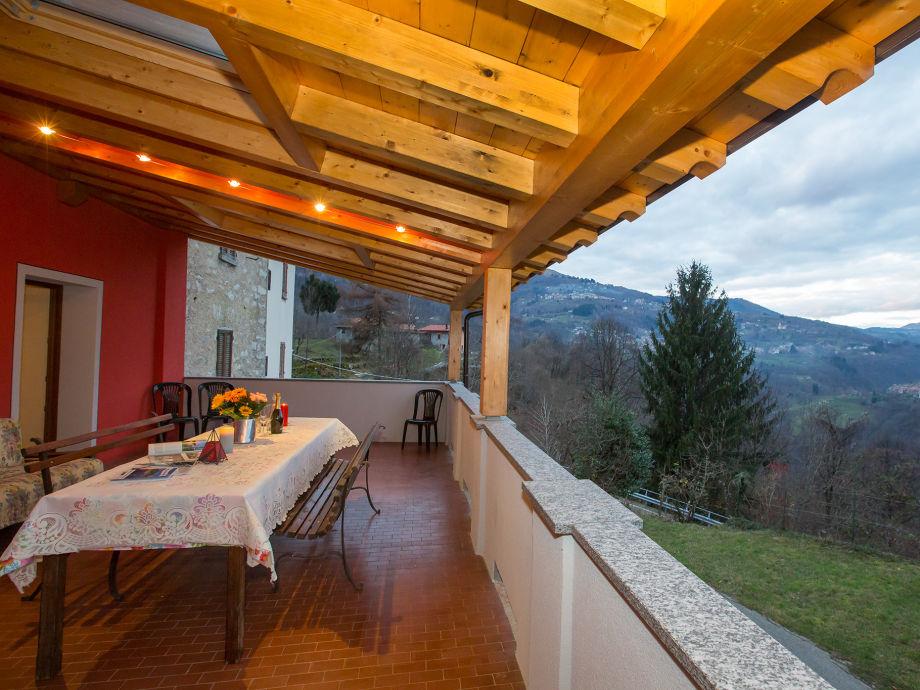 Terrasse mit Berg Aussicht